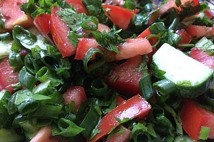 Tomaten-Gurken Salat mit Dill und Petersilie 3