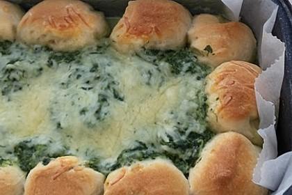 Tasty Sonntagsbrötchen mit Käse-Spinat-Dip