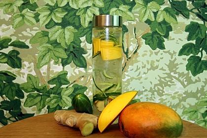 Mango-Ingwer-Gurken-Wasser