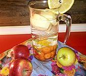 Möhre-Apfel-Wasser mit Ingwer und Zitrone (Bild)