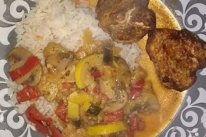 Gemüsegulasch mit Reis und Hähnchenbrust