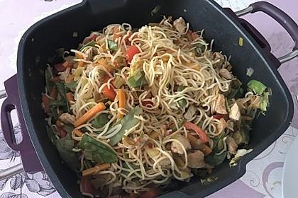 Chinesische Bratnudeln mit Gemüse (Bild)