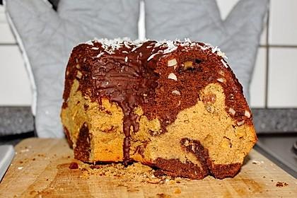 Dinkel-Marmorkuchen mit Apfel und Rosinen sowie Schokoguss