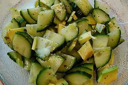 Avocado-Gurken-Salat mit Limetten-Vinaigrette (Bild)