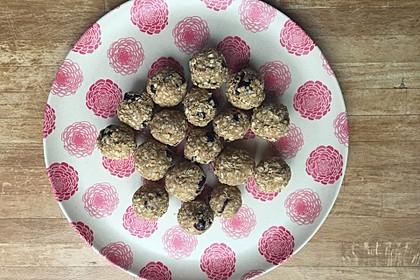 Energy-Balls mit Cranberries und Cashews (Bild)