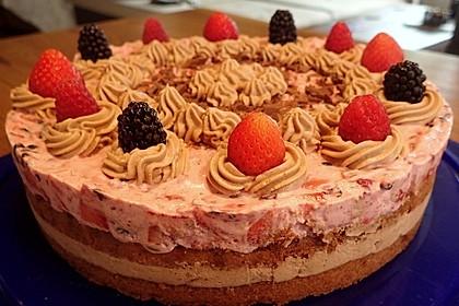 Beeren-Mokka-Torte mit lockerem Nussrührteig