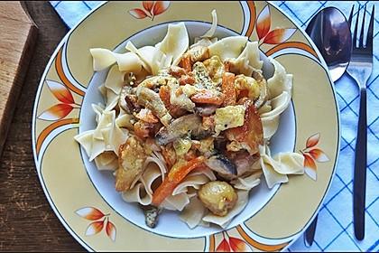 Hähnchenbruststreifen mit Champignons und Karottenstreifen