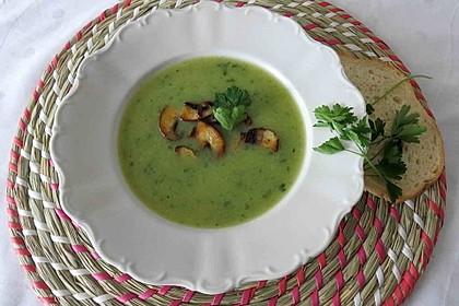 Petersilien-Kartoffel-Suppe mit gebratenen Champignons