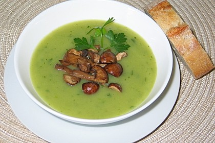 Petersilien-Kartoffel-Suppe mit gebratenen Champignons 1