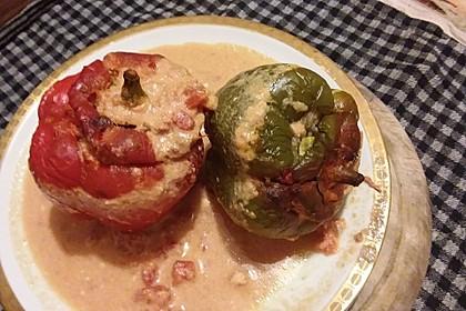 Gefüllte Paprika mit Hackfleisch und Reis in Tomaten-Sahne Soße 2