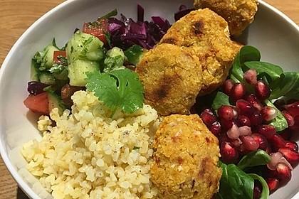 Orientalische Bowl mit Falafel und Joghurtsauce 1