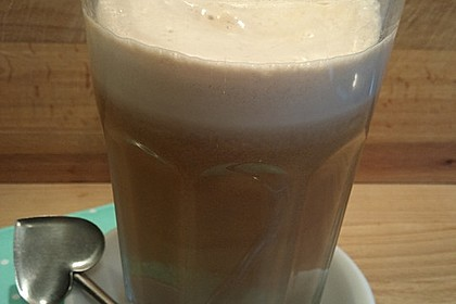 Latte Macchiato mit Haselnussmilch