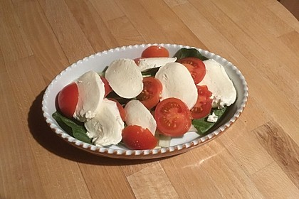 Pak Choi mit Tomaten und Mozzarella überbacken (Bild)