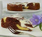 Schokokuchen mit Puddingeinlage und Joghurtguss (Bild)