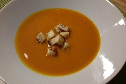 Kürbis-Orangen-Suppe mit Zimt-Croûtons 5