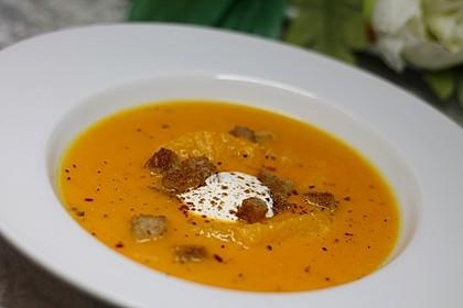 Kürbis-Orangen-Suppe mit Zimt-Croûtons 3