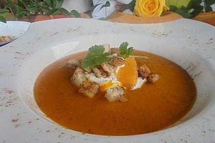 Kürbis-Orangen-Suppe mit Zimt-Croûtons 4