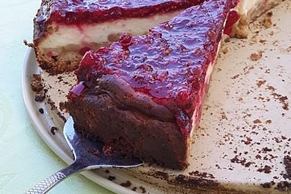 Cremiger Cheesecake mit Johannisbeer-Himbeer Topping (Bild)