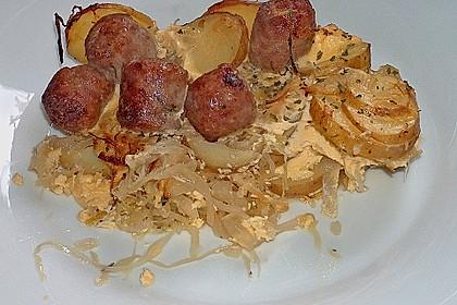 Bratwurstbällchen auf Sauerkraut 4