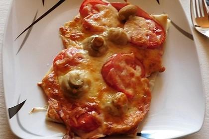 Blätterteigpizza Schinken-Champignon-Tomaten