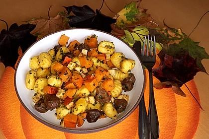 Herbstliche Gnocchipfanne mit Kürbis (Bild)