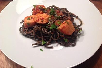 Spaghetti mit Tomaten-Tintenfisch-Sauce 1