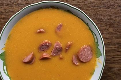 Exotisch-herzhafte Kürbissuppe mit Mango und Mettenden