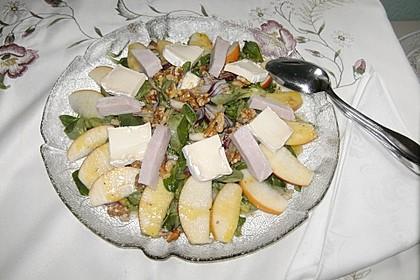 Herbstlicher Ackersalat mit Walnüssen, Äpfeln, Kasseler und Käse
