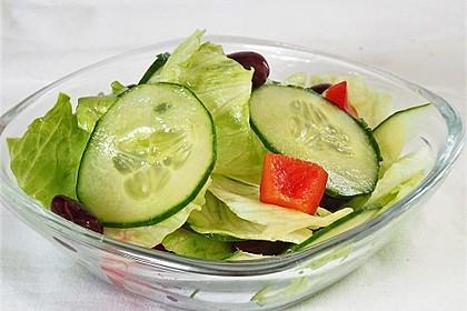 Pikanter Salat mit Kidneybohnen