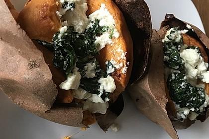 Ofen-Süßkartoffel mit Feta und Spinat