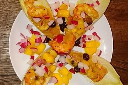 Chicorée Schiffchen mit Mango, Shrimps, Cashews, Cranberries Cocktail