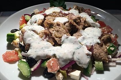 Bauernsalat mit Gyros und Joghurtsoße