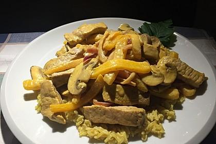 Schnitzelstreifen mit Paprika und Champignons in Safran-Senf-Soße