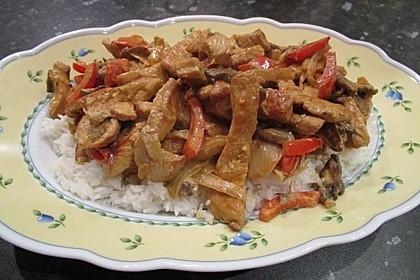 Schnitzelstreifen mit Paprika und Champignons in Safran-Senf-Soße 1