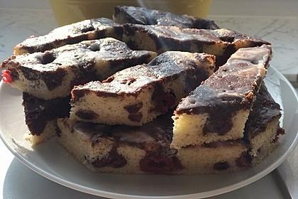 Eierlikör-Kuchen mit Kirschen