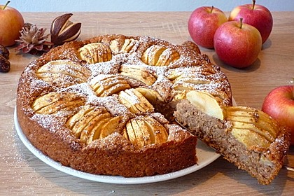 Winterlich gedeckter Apfelkuchen (Bild)
