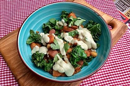 Gebratene Süßkartoffeln mit Kichererbsen und Grünkohl