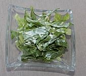 Salat mit Tonka-Sahne-Dressing (Bild)
