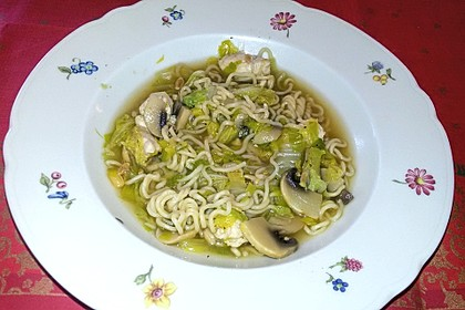 Julians chinesische Hühner-Nudel-Suppe