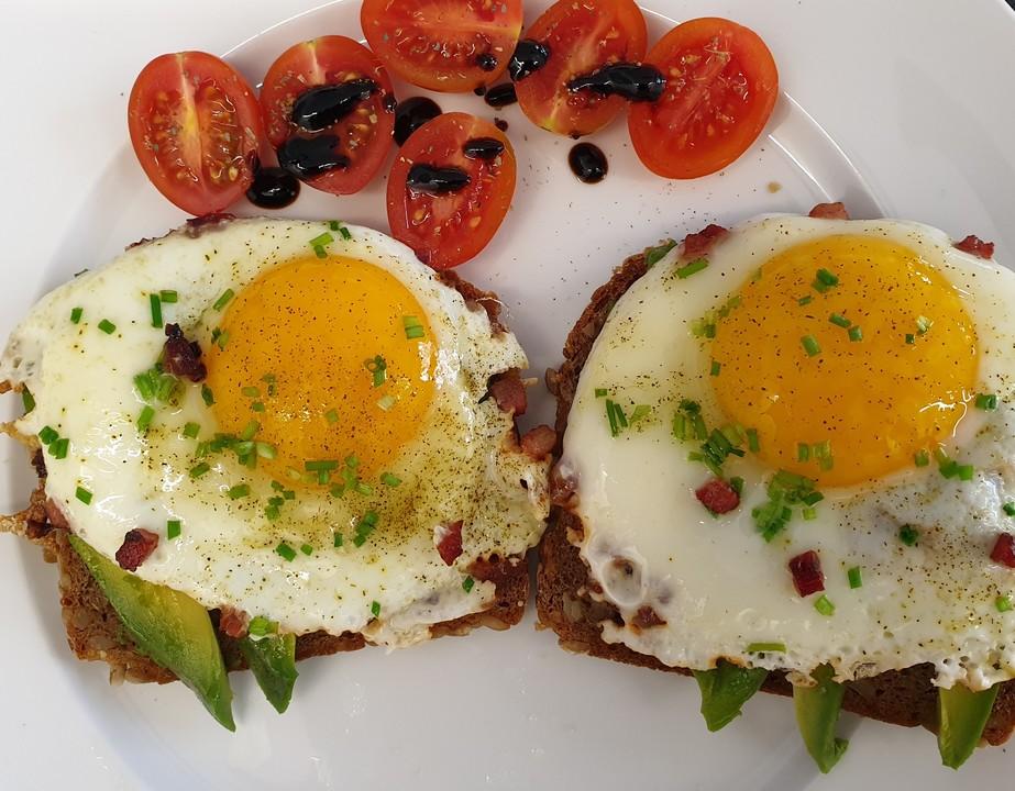 Toast New York mit Avocado und Ei
