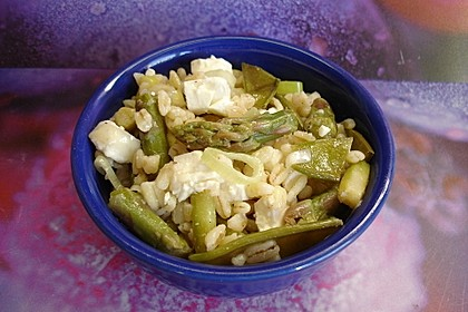 Eblysalat mit grünem Spargel, Zuckerschoten und Feta