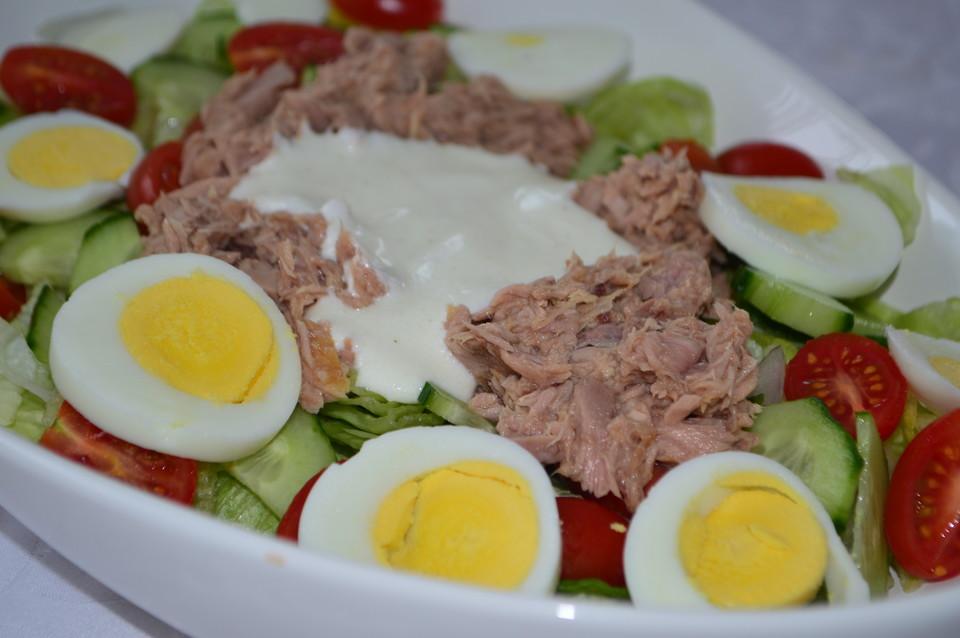 Gemischter Salat Mit Thunfisch Ei Und Joghurtdressing Von
