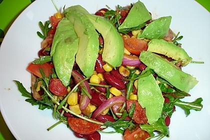 Bohnen-Mais-Salat mit Avocado und Chorizo