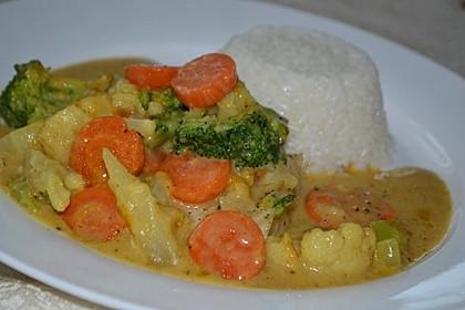 Seelachsfilet mit Reis, Curry-Kaisergemüse und Sesam 1