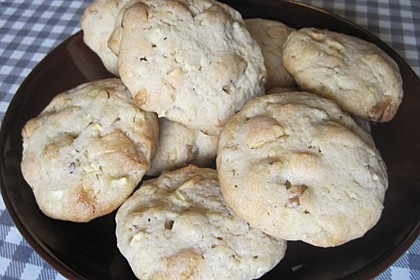 Winterliche Apfel-Walnuss-Cookies mit weißer Schokolade und Zimt 2