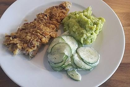 Fisch mit Kartoffel-Erbsen-Püree und Gurkensalat
