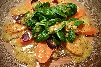 Lauwarmer bunter Karottensalat