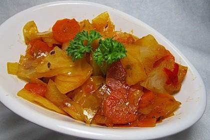 Weißkohl mit Chili und Möhren