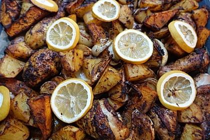 Hähnchenkeulen vom Backblech mit Kürbis und Kartoffeln