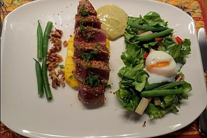 Thunfisch Tataki mit Mango, Blattsalat und Onsen-Ei